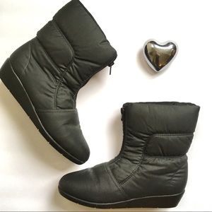 Naturalizer black zip front puffer winter boot